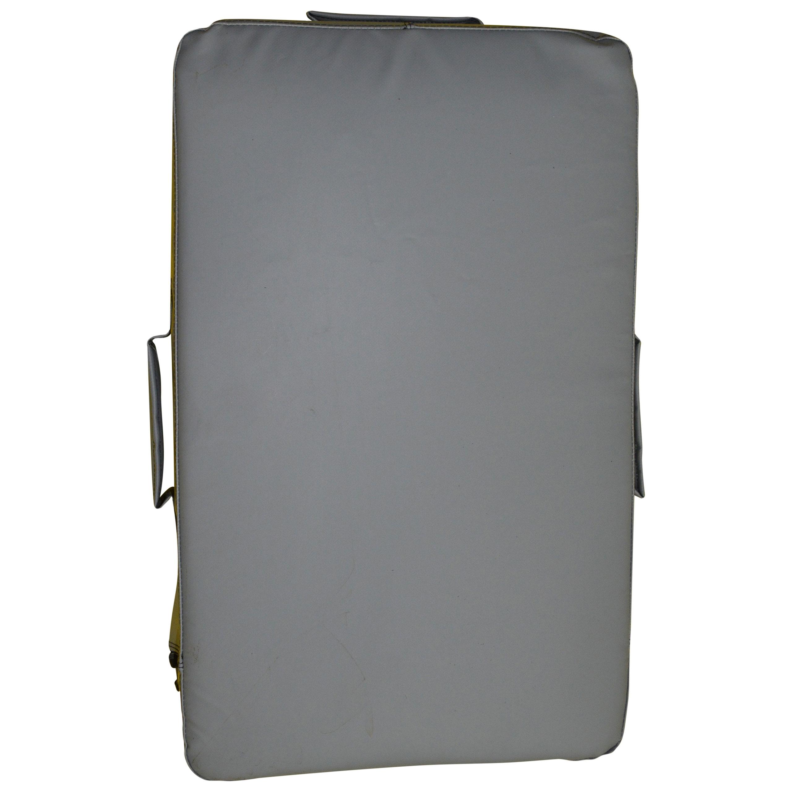 Прямоугольная макивара серого цвета, выполненная из тента (вид спереди).