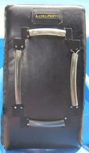 Макивара изогнутая для отработки ударов (из натуральной кожи) - вид сзади